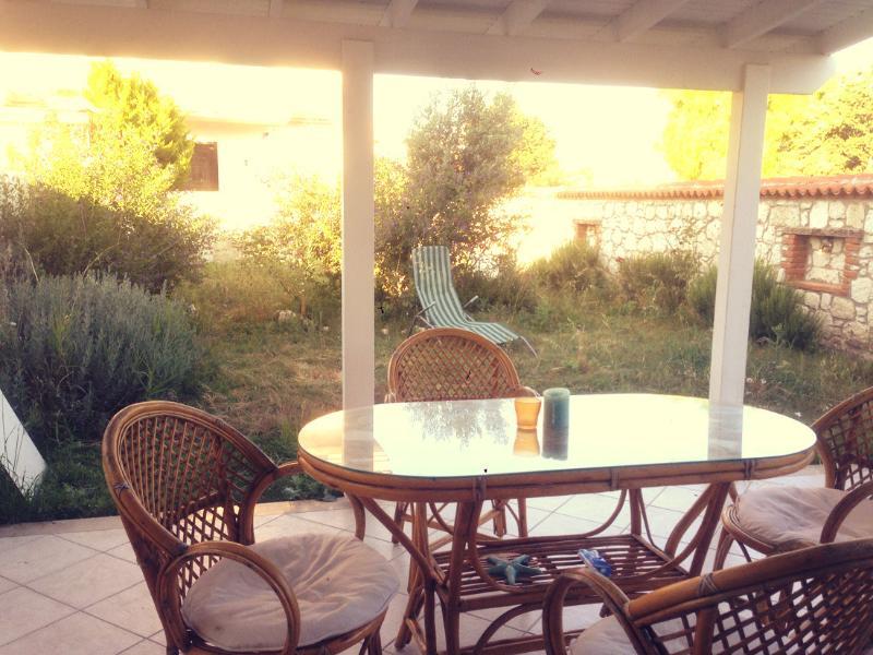 Cozy Villa In The Heart Of Alaçatı, holiday rental in Cesme