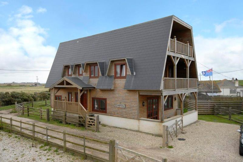 The Ark 50m from the sea !, holiday rental in Rye