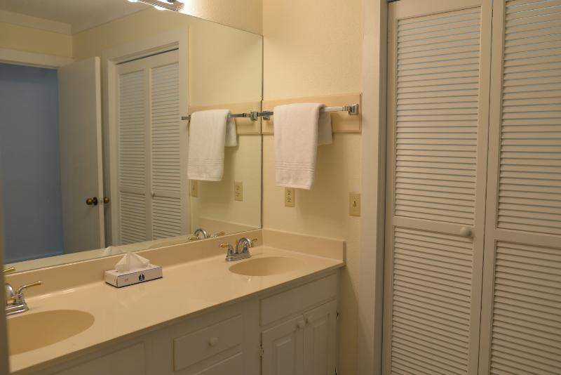 Guest Bathroom with access to Laundry Room