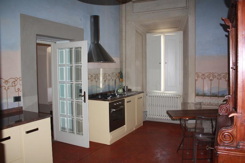 La cucina attrezzata in modo del tutto moderno e funzionale