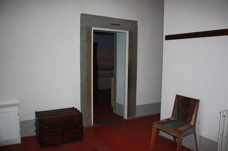 L'ingresso dell'appartamento e vista sulla cucina