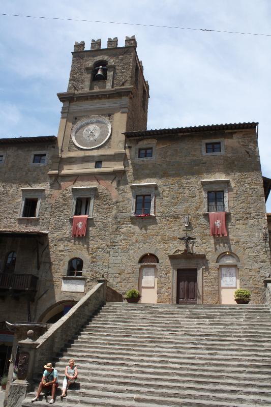 Il palazzo del comune, adiacente a piazza Signorelli