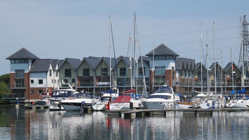 Island Harbour Marina - una destinazione di vacanza occupato e accogliente per tutta la famiglia.