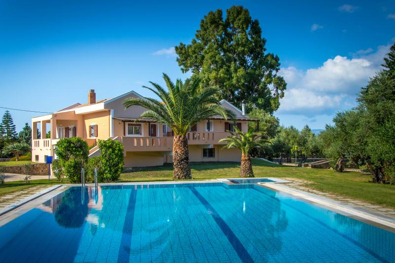Leone Luxury Villa Yiota with 4 bedrooms and private pool, vacation rental in Kalamaki