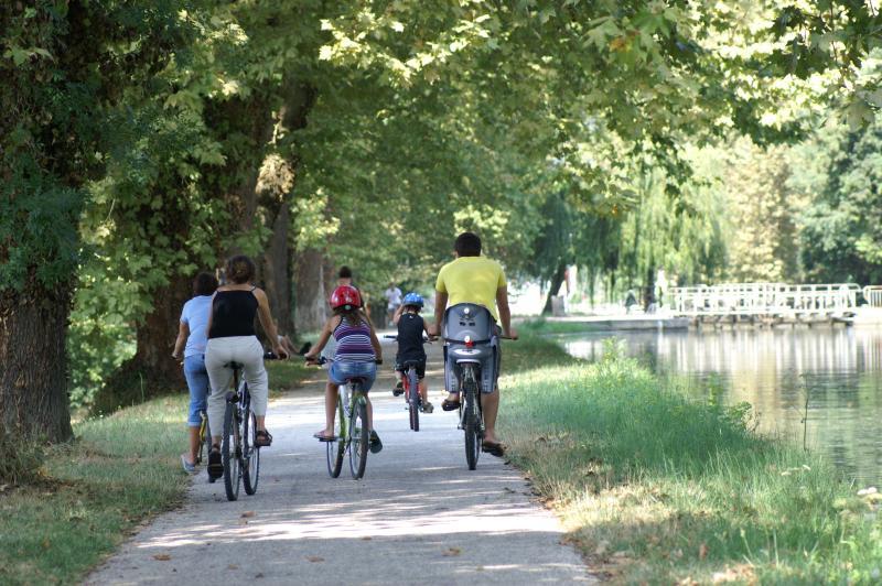 nombreux chemins de randonnées pédestres ou vélos à proximité immédiate, cartes à disposition