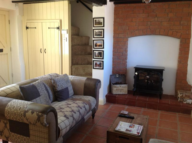 Electric log burner and quarry tiled floors