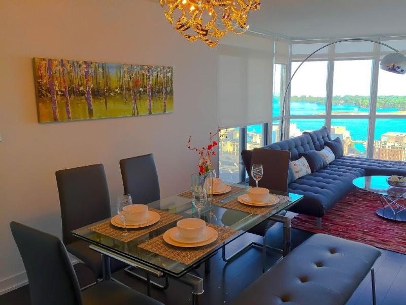New Luxury Furnished 2BR2BA Downtown Waterfront, holiday rental in Toronto