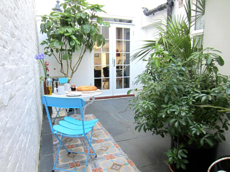 PRIVATE REAR COURTYARD