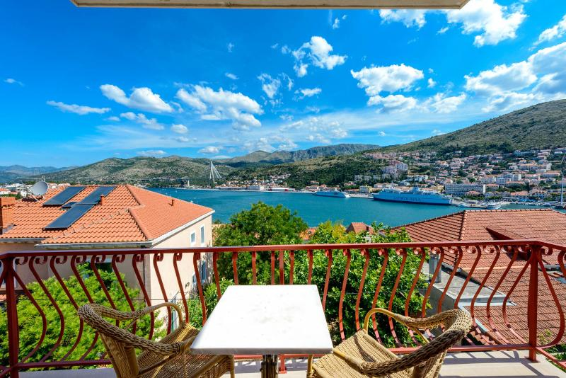 Villa Valjalo Apartments with swimming pool, vacation rental in Dubrovnik