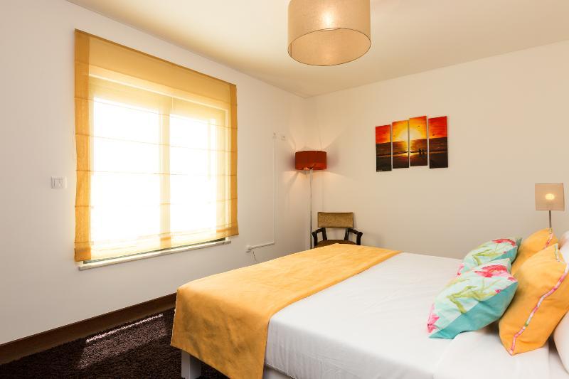 HolidayOnJ - Bedroom R