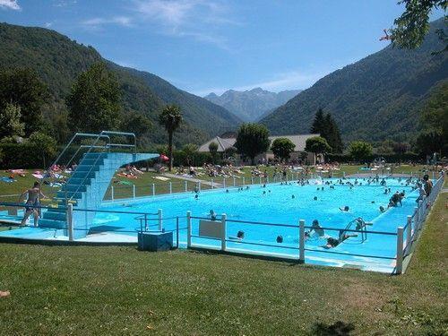 public pool  10 min walk
