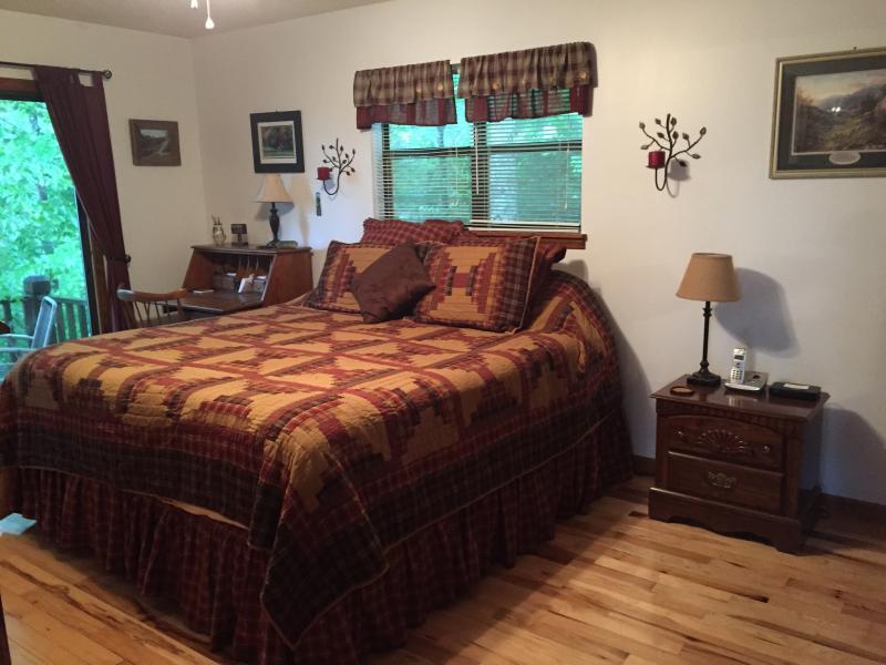 A l'étage chambre des maîtres avec lit nouveau