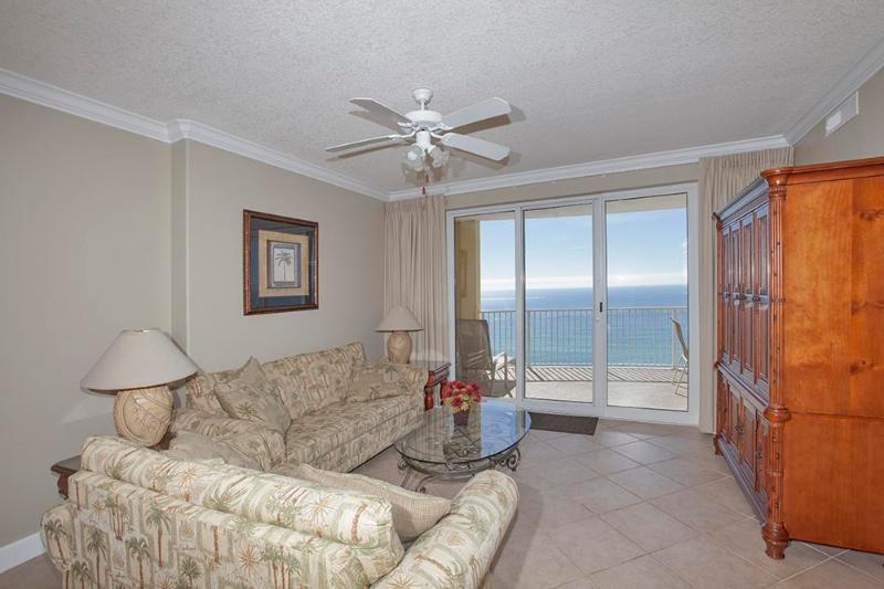 Spacious Living Area w/ Gulf Views