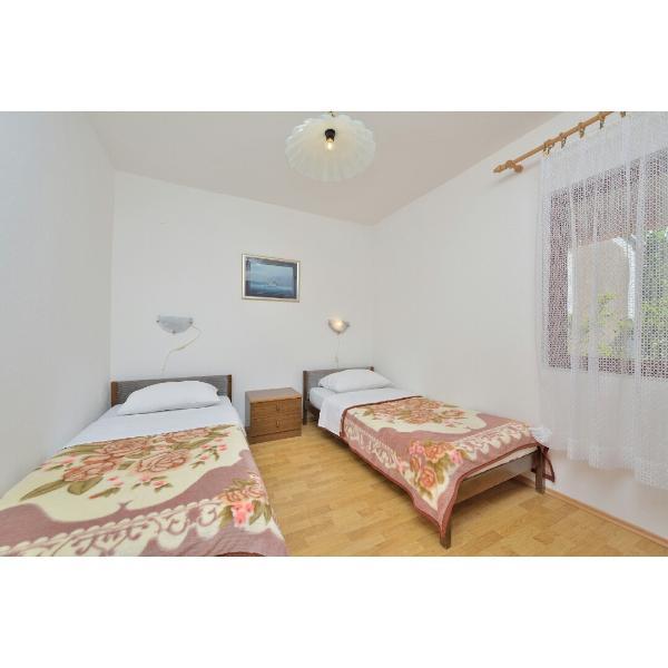 A(4+1): bedroom