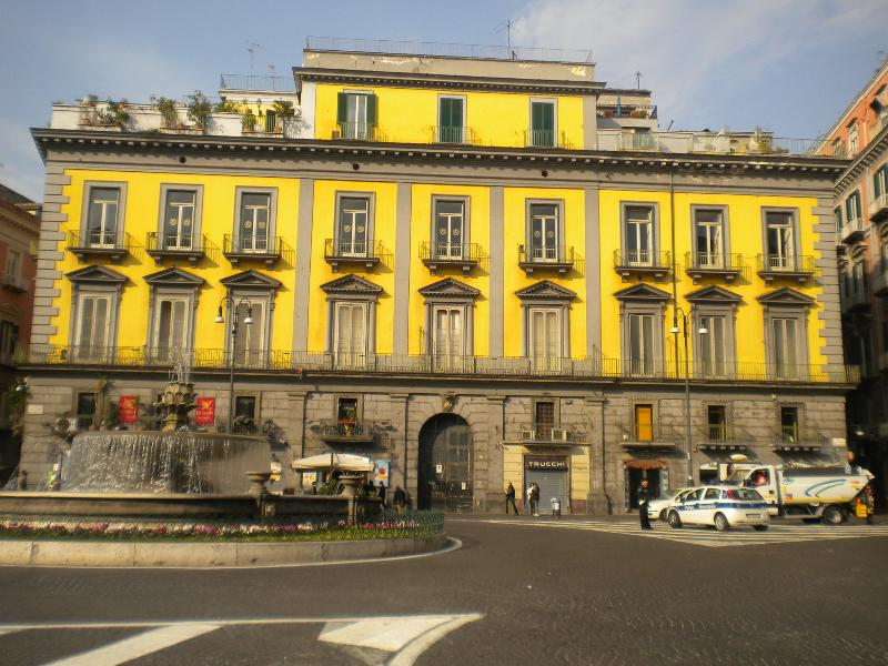 Piazza Trieste e Trento, Palazzo Zapata where the apartment is located