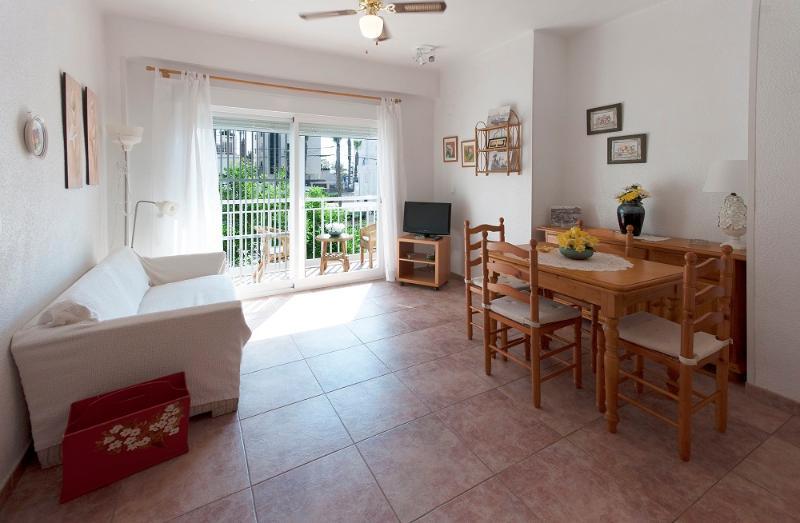 TALLAROL - Apartment for 5 people in Playa de Gandia, holiday rental in Grau de Gandia