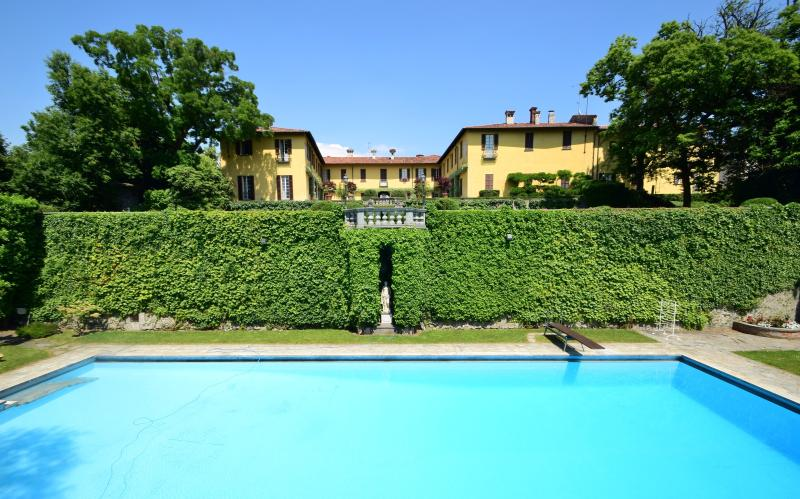 Villa La Vescogna, Historical house near Lake Como, vacation rental in Province of Lecco