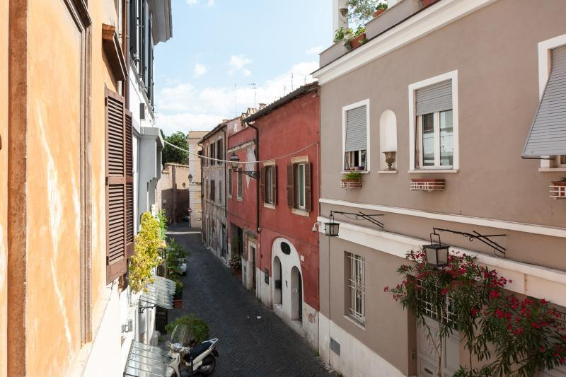 PAGLIA STREET - Love-nest, romantic studio in Trastevere heart, great location! Chalet in Rome