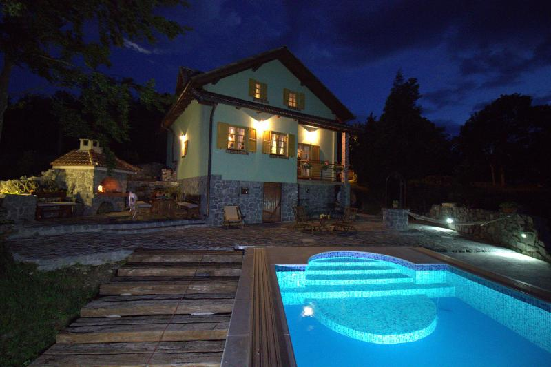 At 800 meters above sea level,14 km from the coast, vacation rental in Senj