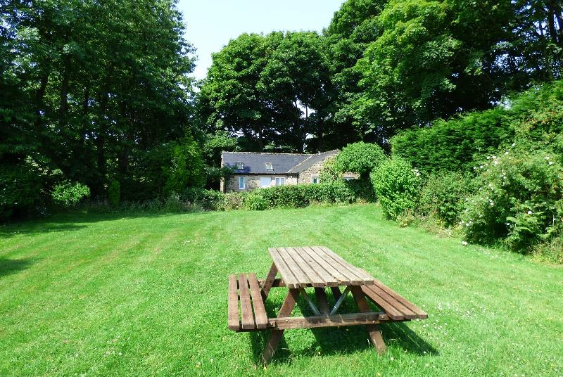 Secluded Cottage, set in acres of garden and open countryside, overlooking the Derwent Valley.