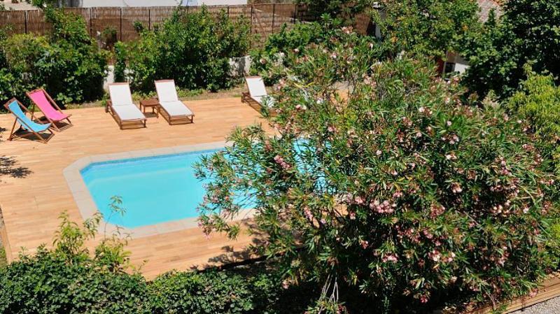 piscine et terrasse du gite cerise