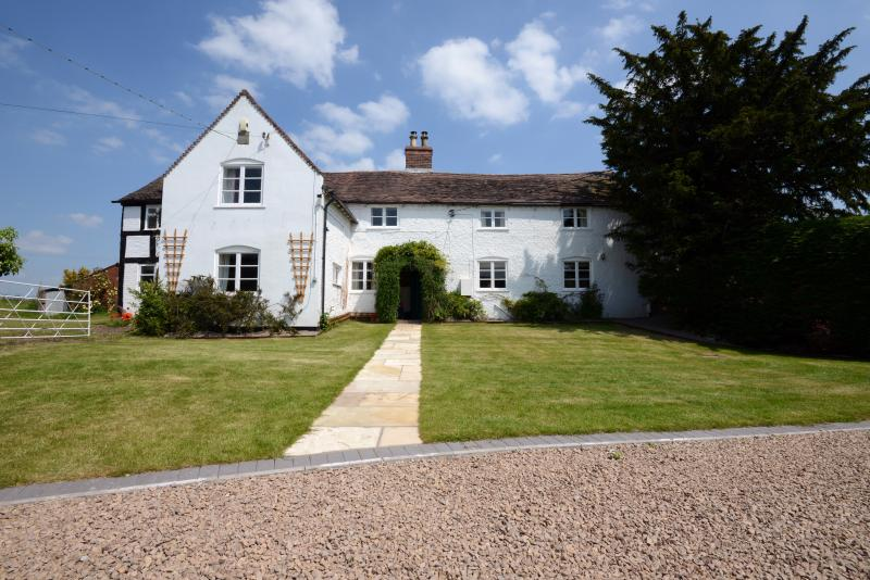 RYTON GRANGE, holiday rental in Condover