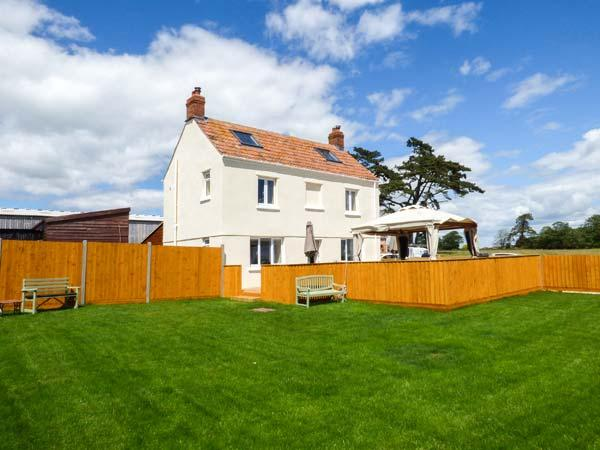 JER & MER'S PLACE, detached, hot tub, woodburner, views of Durleigh Resevoir, holiday rental in Bridgwater