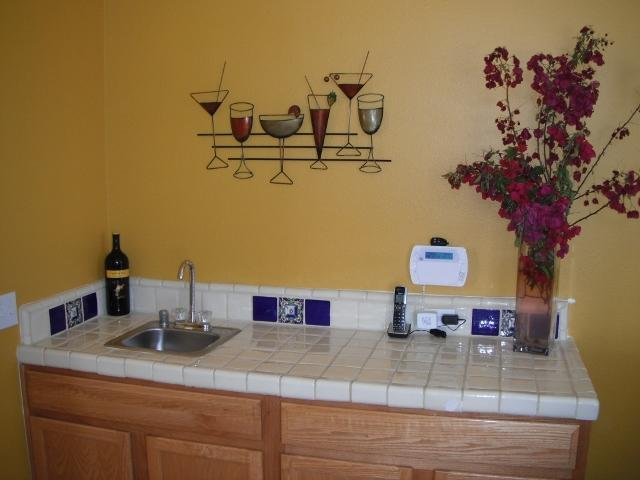 Wet bar........along wall between kitchen & living room.