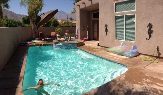 Tiro de la piscina.