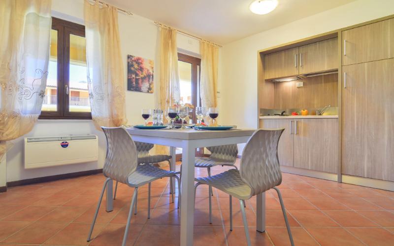 Residence La Perla, holiday rental in Peschiera Maraglio
