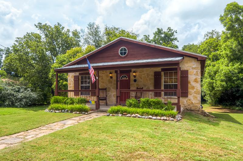 Two blocks from historic downtown Glen Rose, TX!