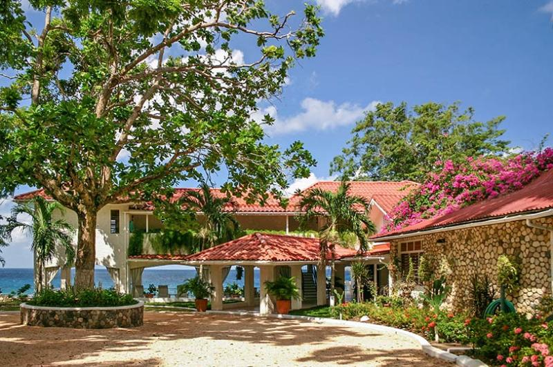 Golden Clouds - Ocho Rios area 12 Bedrooms – semesterbostad i Ocho Rios