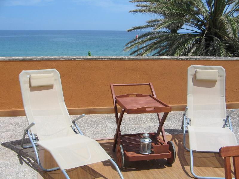 Villa Anfitrite on the sea, fully furnished, wifi, vacation rental in Avola