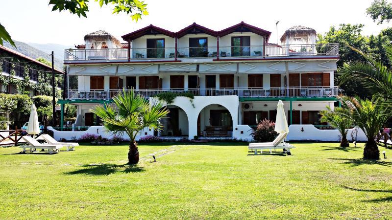 Efrosini Apartments & Studios, holiday rental in Olympiada