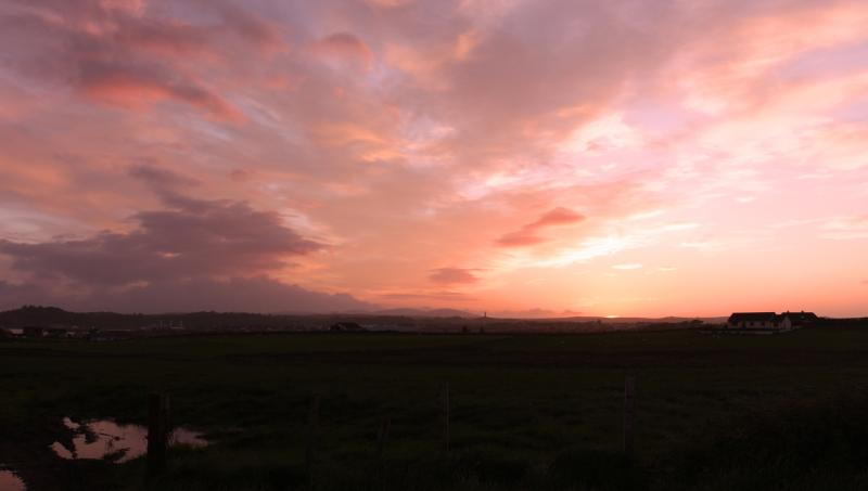 Vista por do sol tirada de casa de campo