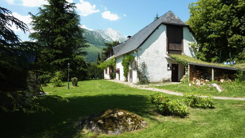 La Grange has stunning views of the surrounding mountains