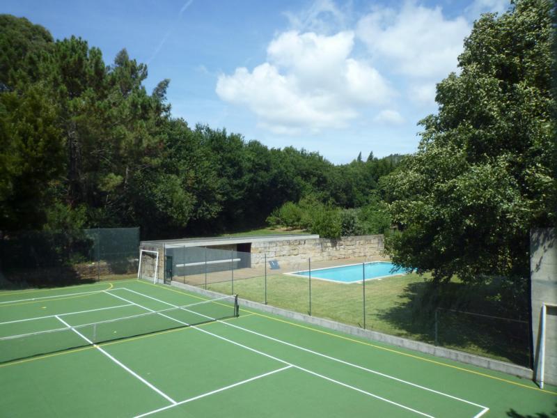 Suite Home con piscina y pista de tenis y 4 dormitorios, holiday rental in Dem