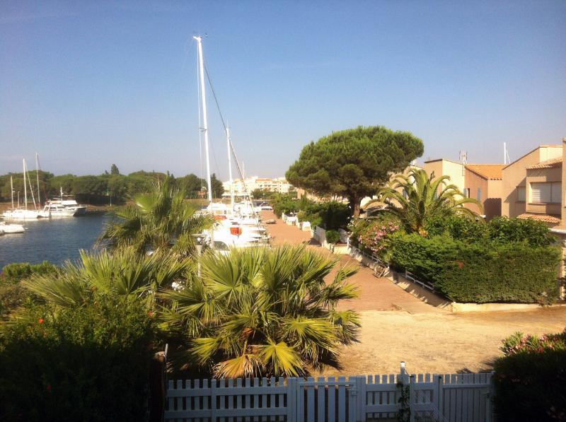 appartement climat.s/ île des marinas,parking gratuit,plage privée,wifi,vue port, holiday rental in Agde