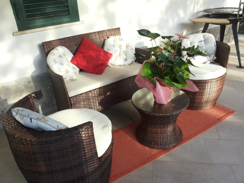Salottino esterno sotto il patio