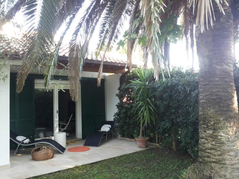 Altro piccolo patio sulla parte anteriore della villa