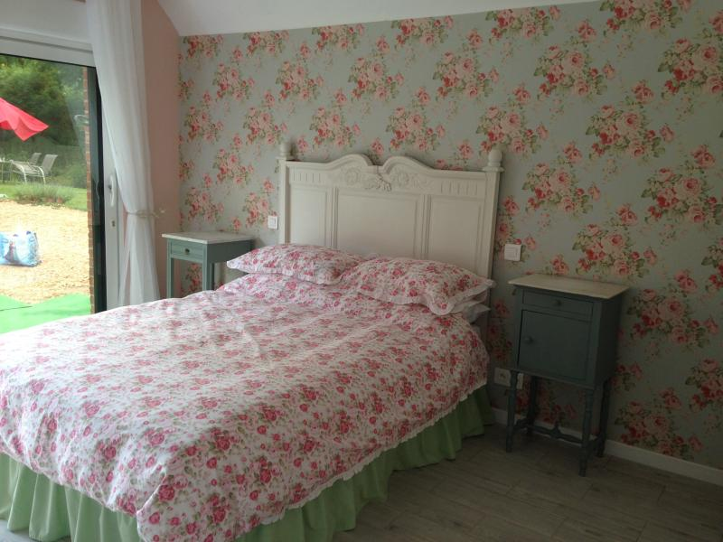 Just 1hr 15mins drive from Calais! Double room (3), aluguéis de temporada em Doullens