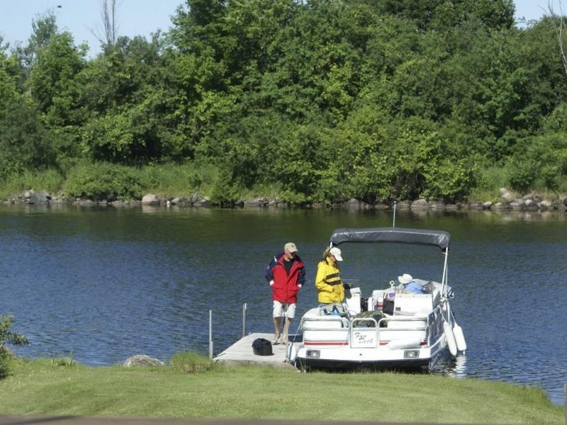 Liftlock B&B dock suitable for small boats
