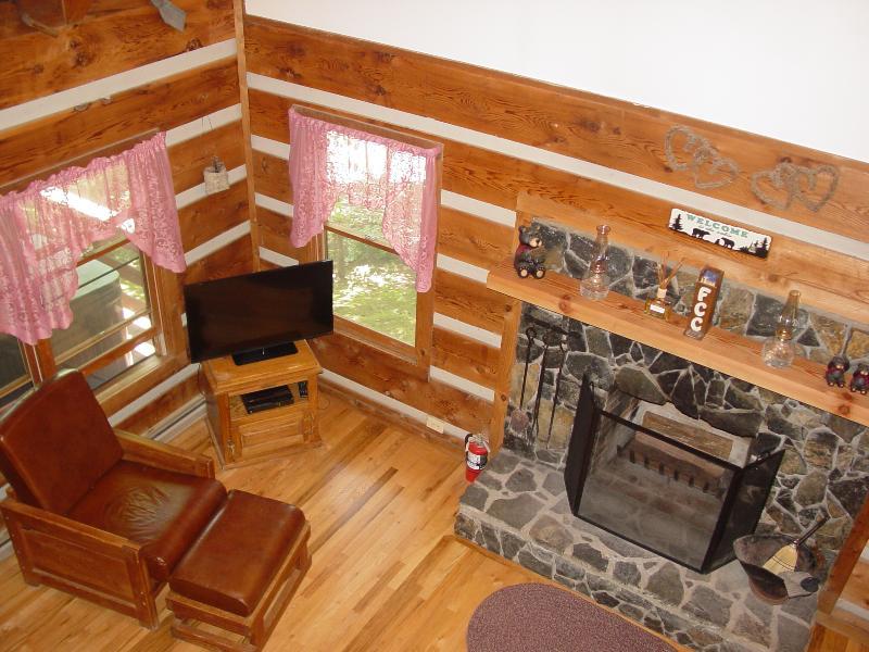 Living Room at Serenity Ridge - Features - Wood Burning Stone Fireplace, Vizio 39' Smart TV/WiFi