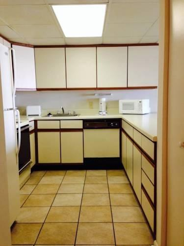 Big kitchen - dishwasher, all appliances included.