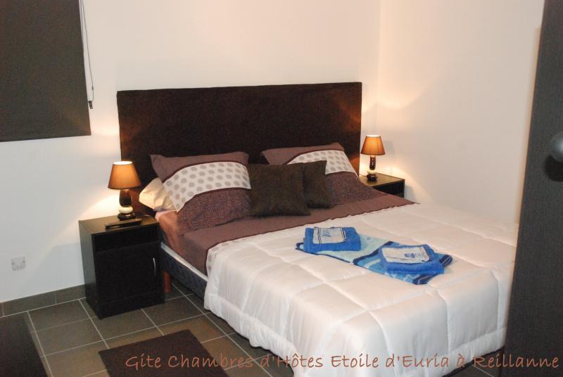 Slaapkamer met een bed 160