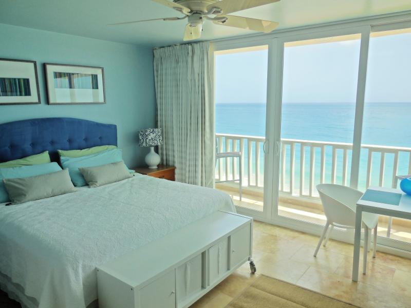 Amazing Condado Beachfront Studio Rental! San Juan, holiday rental in San Juan