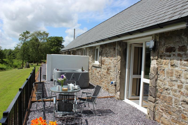 Dog friendly, walkers haven with hot tub, casa vacanza a Carmarthenshire