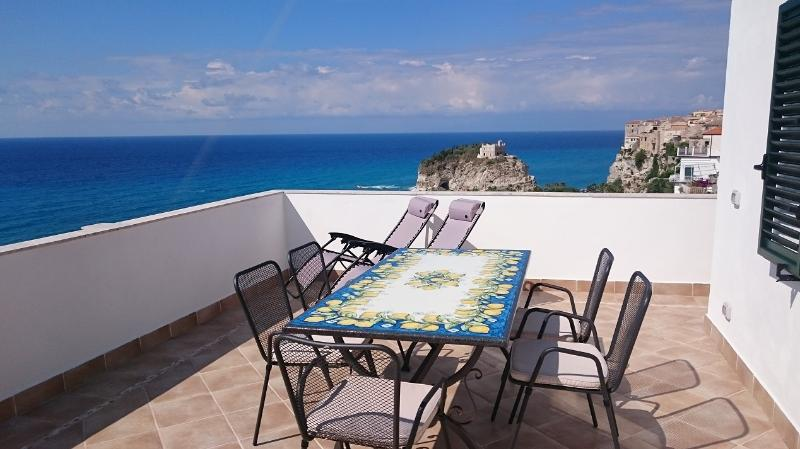 Seaside terrace with dining table (view to La Isola & Tropea)