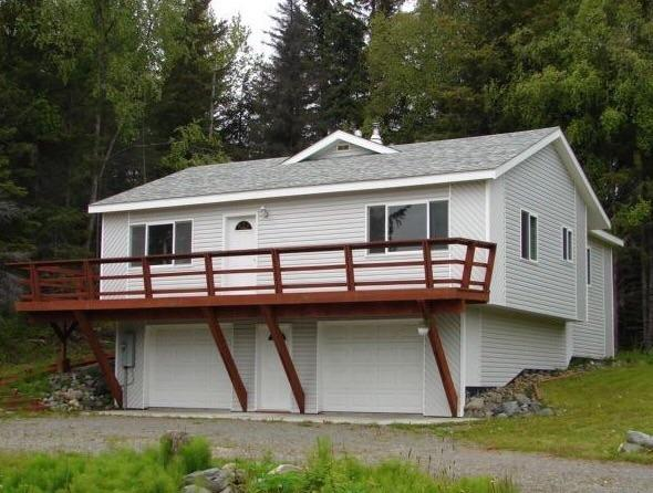 2 story 3 bedroom 2 bath downtown Homer location sleeps 6 comfortably (additional guests on request)