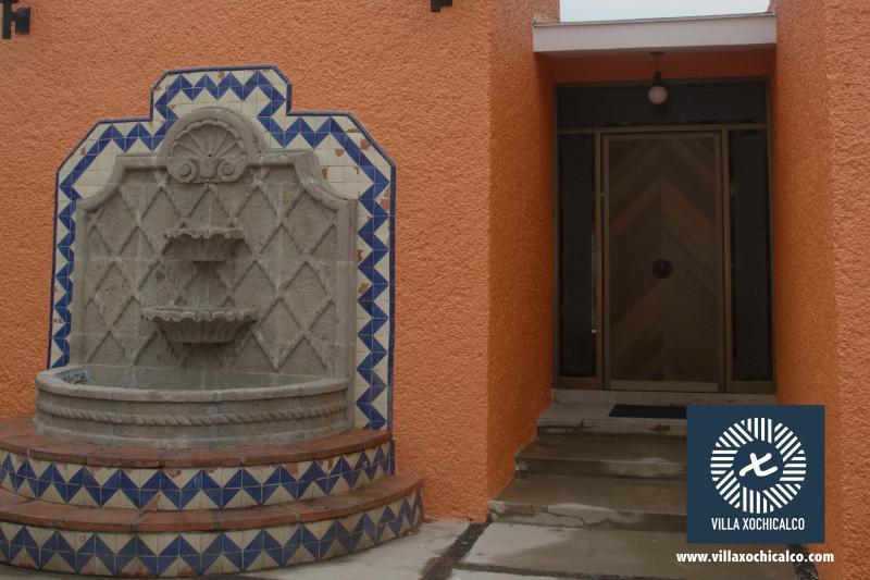 Detalles mexicanos en toda la propiedad.